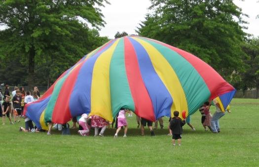 Parachute_4_by_hotmetal53