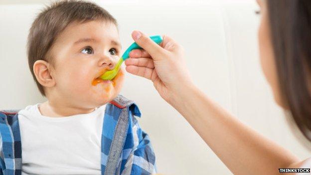 _75200553_feeding_baby