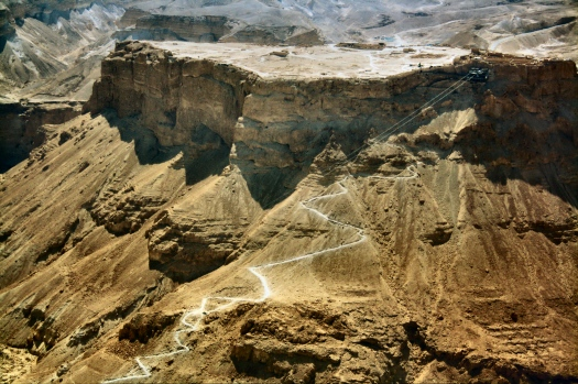 WikiAir_IL-13-06_044_-_Masada_snake_path_and_Cableway